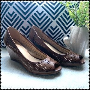 CL by laundry Brown Wedges. Size 7.5